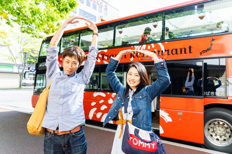 【ネタバレあり】たまに見かける赤いバスの正体!レストランバスの「みなとまち堪能コース」に参加してみた